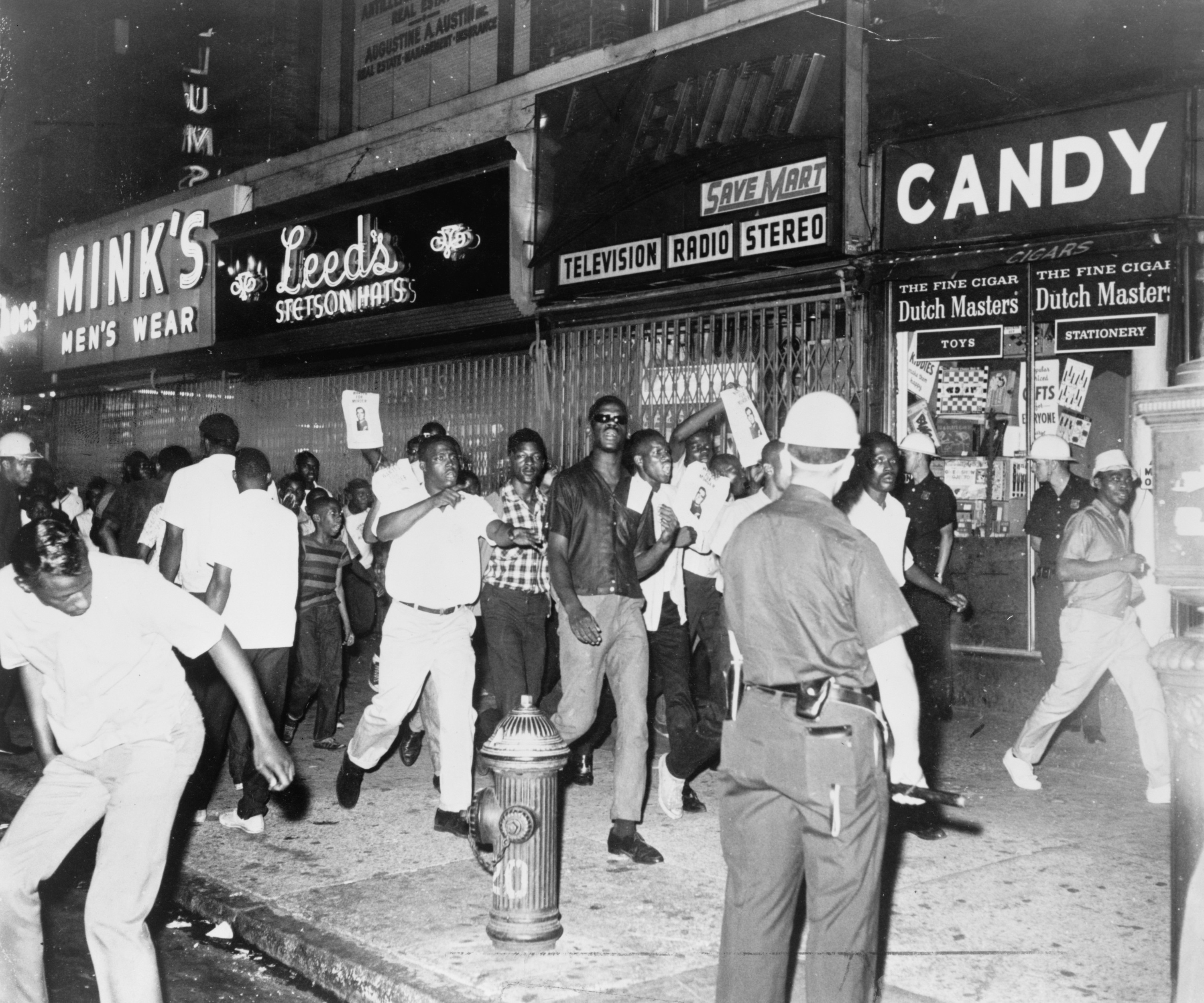 race riot essay Columbia race riots essay submitted by brice-adkins words: 687 columbia riot the 1964 columbian race riot was started when two african americans, gladys stevenson and her son, james.